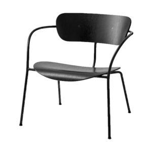 Sort stol med træsæde